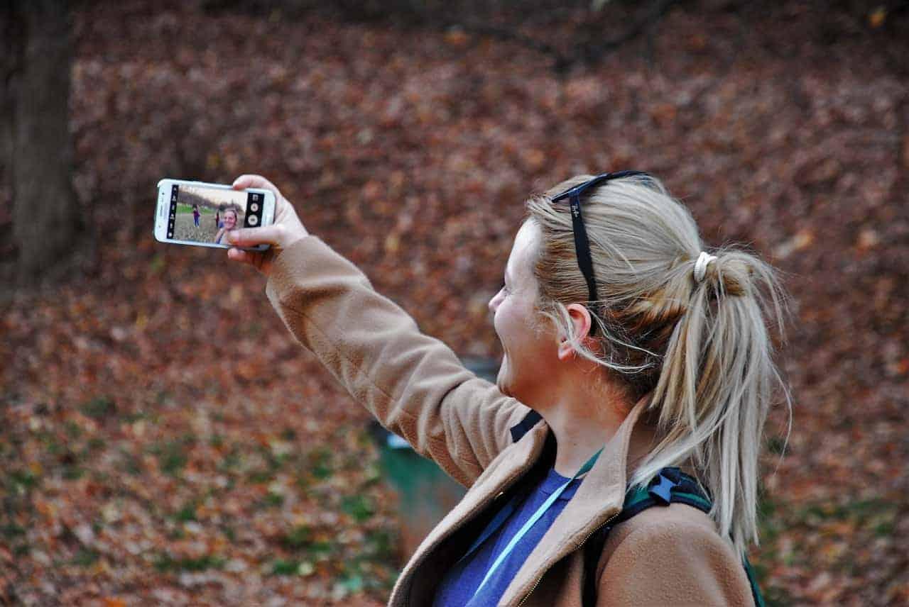 Selfie Love & Oversharing
